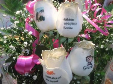 Ramo de rosas a domicilio doradas y tatuadas (2)