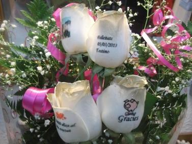 Ramo de rosas a domicilio doradas y tatuadas (5)