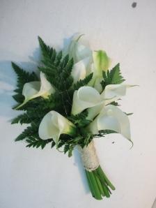 Ramo de novia con calas y helechos (2)
