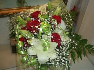 Ramo de rosas y liliums a domicilio (2)