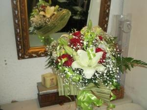 Ramo de rosas y liliums a domicilio (3)