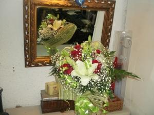 Ramo de rosas y liliums a domicilio (4)