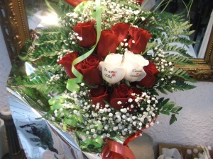 Ramo de rosas con dos rosas tatuadas (2)
