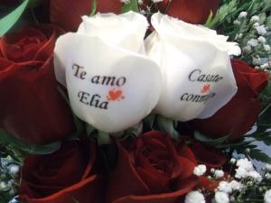Ramo de rosas con dos rosas tatuadas (4)